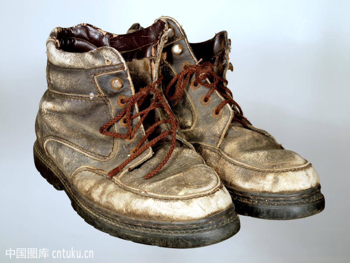 靴子怎么穿鞋带好看图片