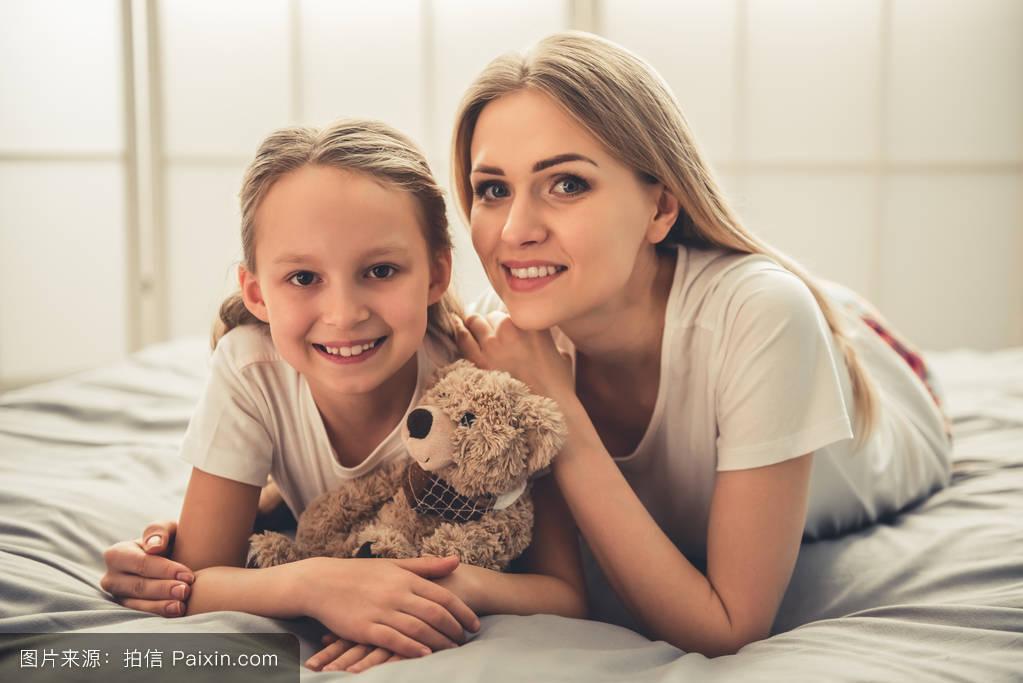 色爱妈妈成人礹c._妈妈和女儿