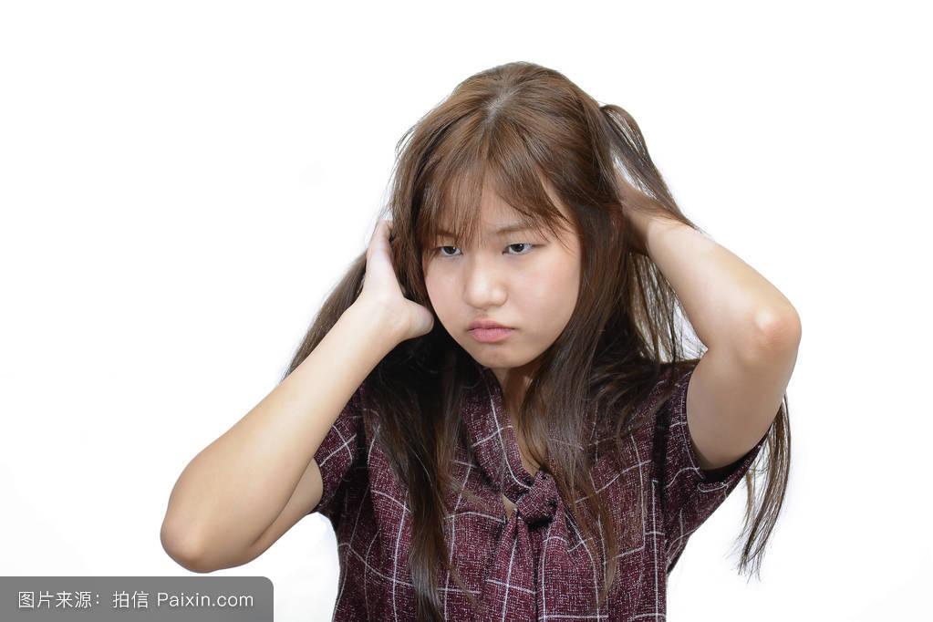 女孩头发上长虱子分享展示图片