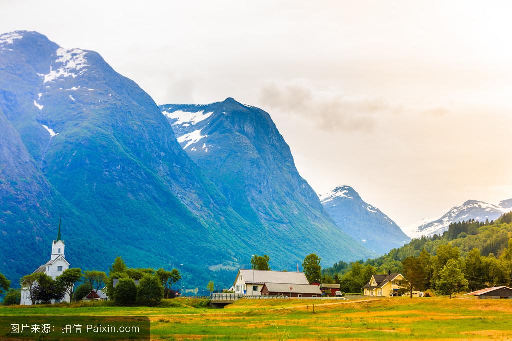 ��n;_在挪威oppstryn教堂