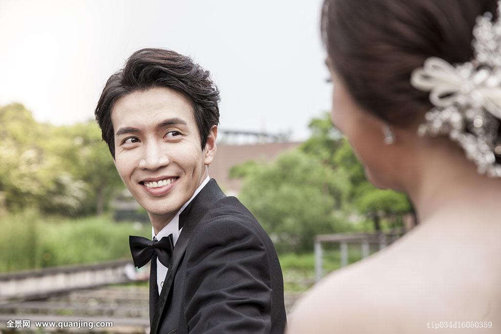 两个,25-29岁,30-34岁,情感,婚姻,公园,喜悦,男性,亚洲人,两个人,浪漫图片