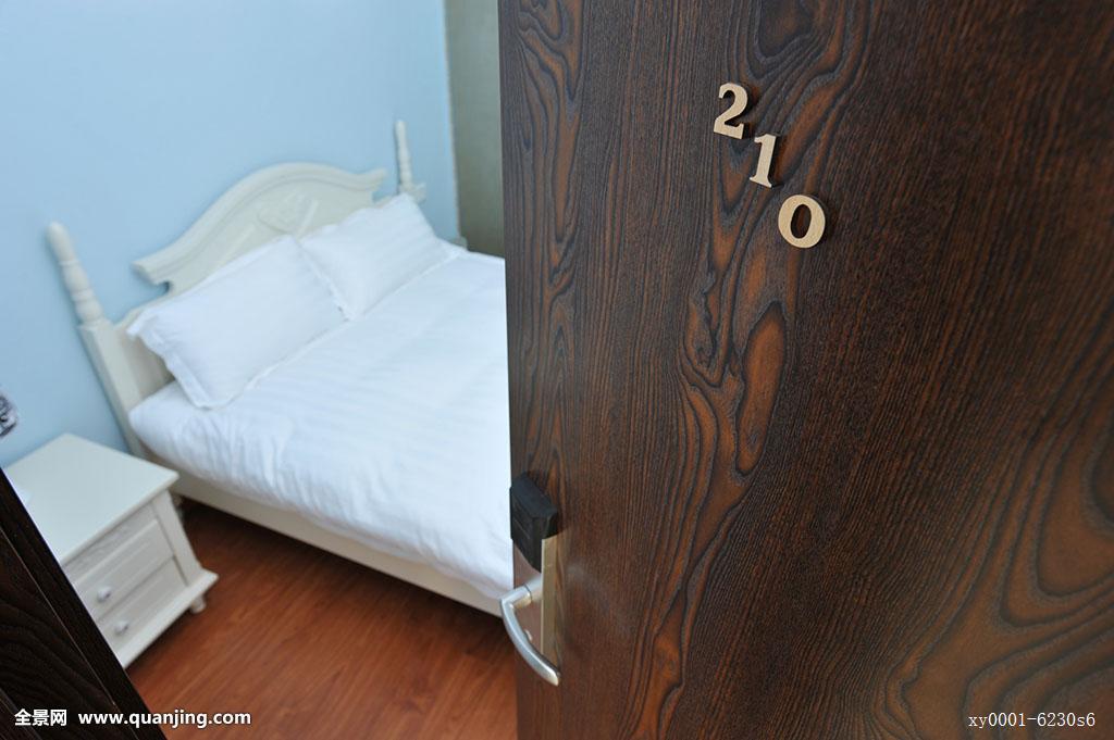 古老,老式,公寓,床,床上用品,卧室,毯子,蓝色,木板,清洁,门,门把手图片