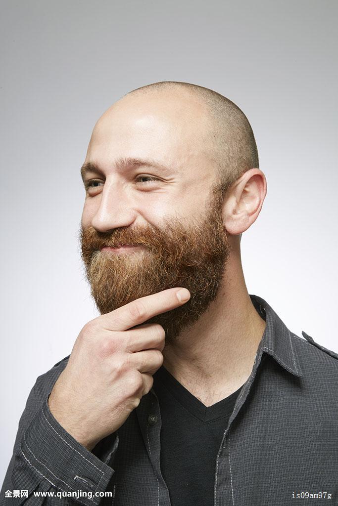 只有一个男人,只有一个中年男人,只有男人,只有一个,光头,发型,毛发图片
