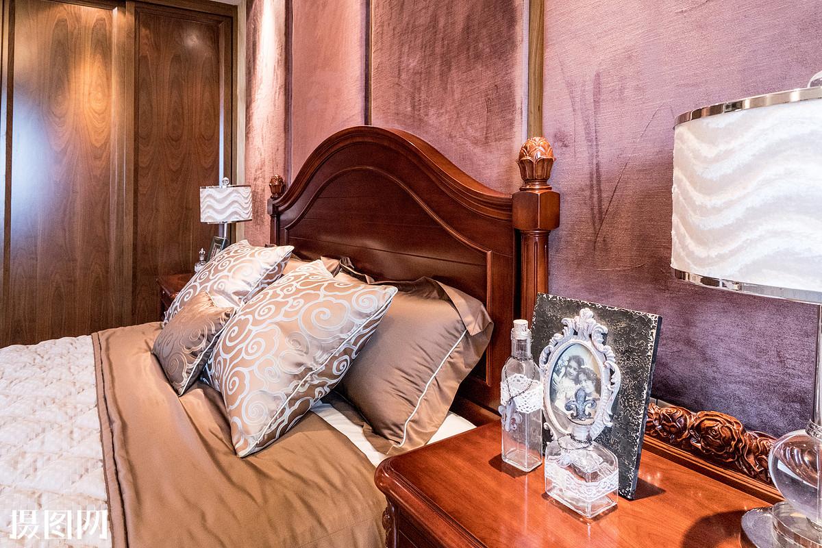 桌子,墙,沙发,地板,木板,家具,床,门,窗户,玻璃,古典风格,现代简约风图片