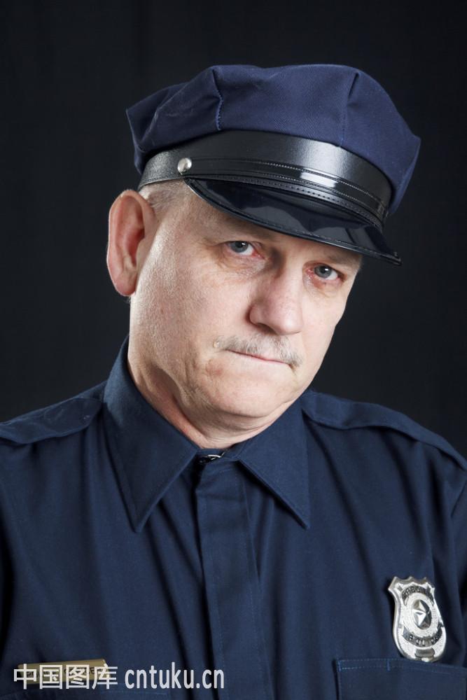警官�y�-��+_含泪的警官