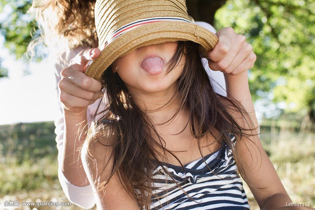 前八个美人用哪六个好_成年,女人,遮盖,女儿,眼睛,草帽,公园