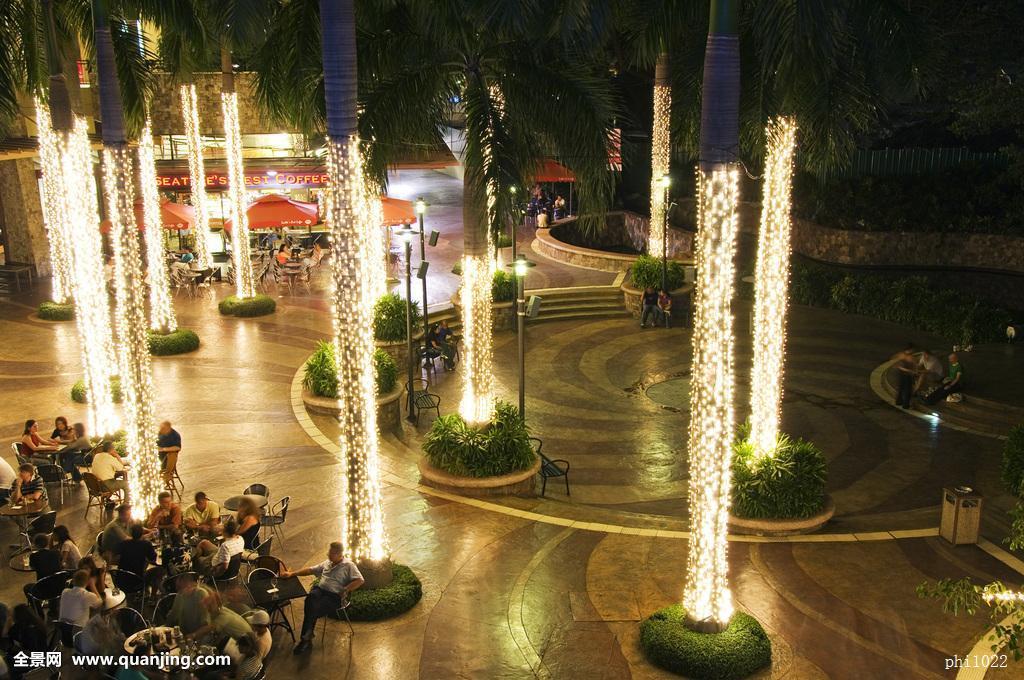 菲律宾吕宋岛马尼拉马卡蒂地区娱乐区域光亮棕榈树户外进餐