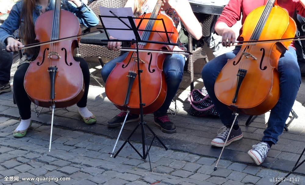 街道,音乐,白天,古城,活动,背景,美女,美,躬曲,褐色,白人,大提琴手图片