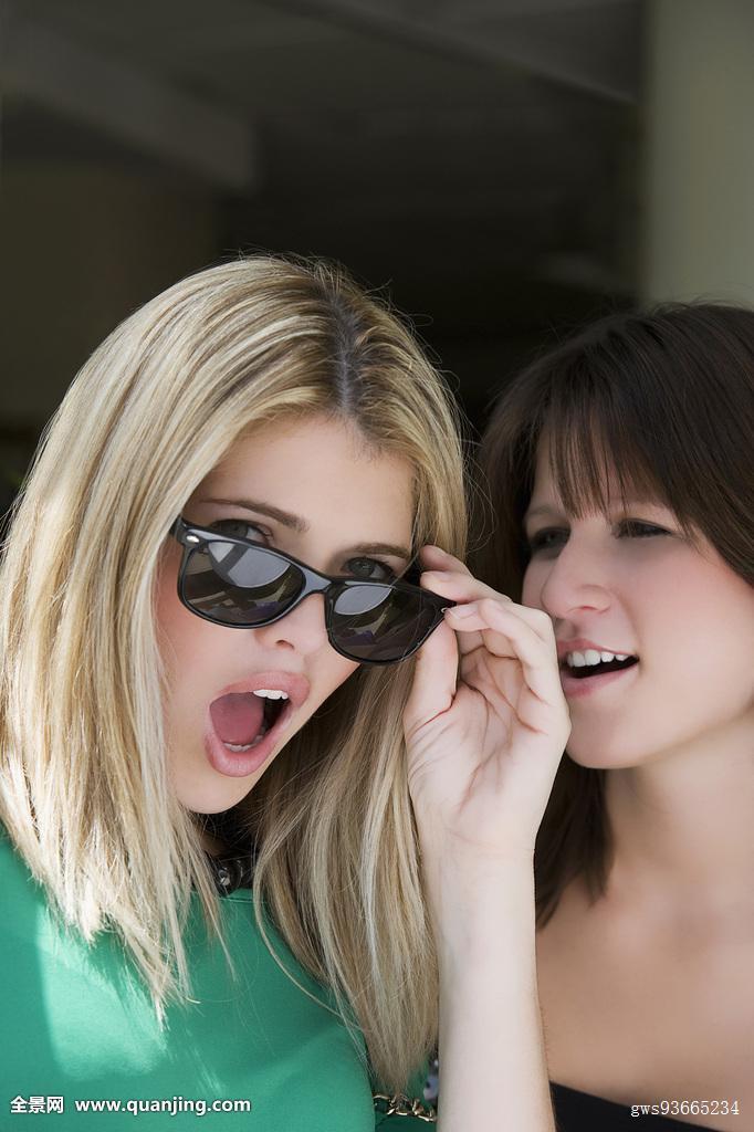 年轻,女人,看,吃惊,微笑,高兴,表情,积极乐观,女青年,女性,人,女士图片