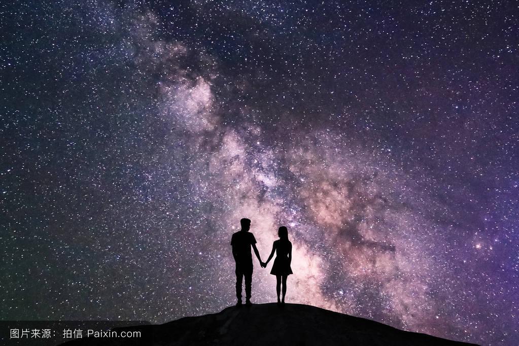 背光,爱,宇宙,快乐,山,男朋友,浪漫,轮廓,气氛,妻子,闪耀,银河,拥抱图片