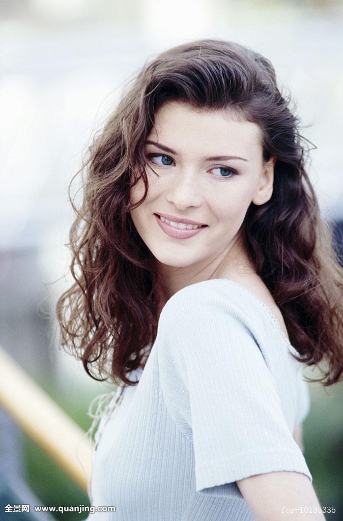 黑发,肤色,满意,脸,表情,皮肤,头发,发型,人,长,长发,自然,苍白,烫发图片