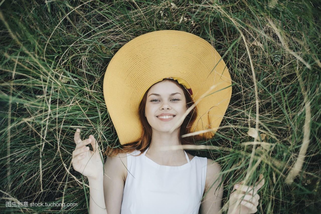人,摄影,肖像,姿态,真实人物,红色头发,放松,俄罗斯,苏联,太阳帽,女人图片