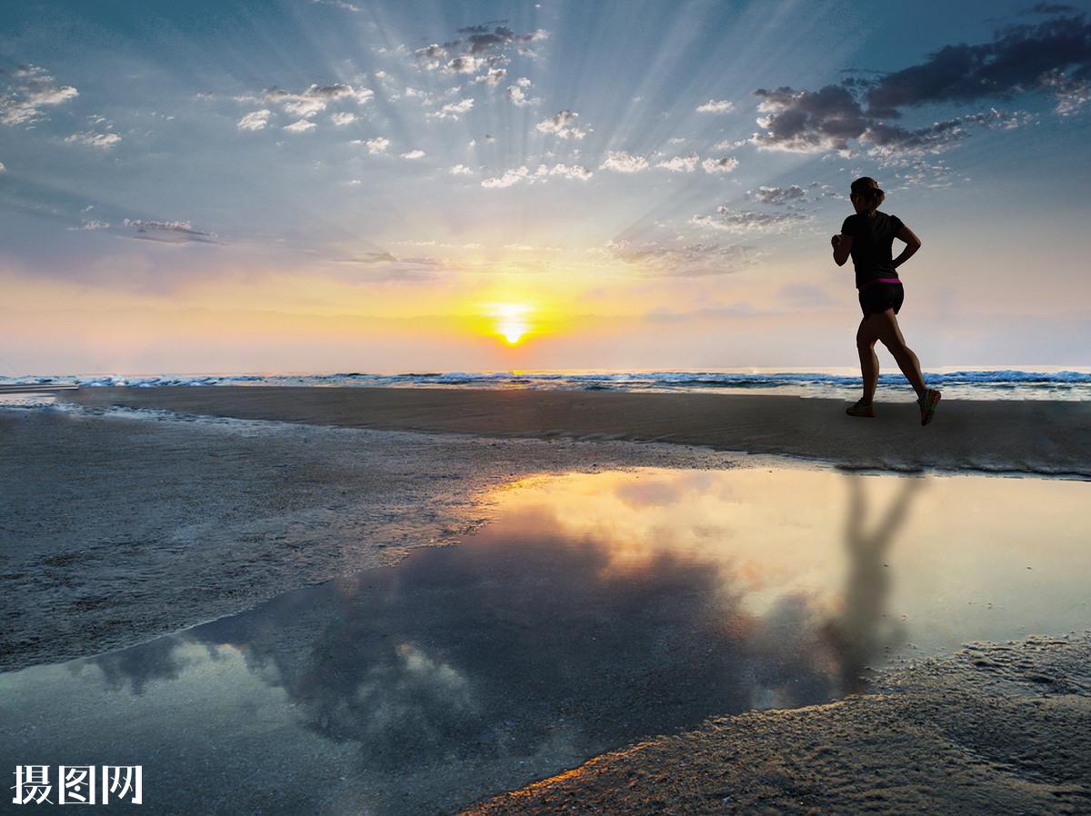 奔跑,湖水,日出,风景,景色,背景素材,跑步,奔跑,夕阳,唯美,阳关,梦想图片