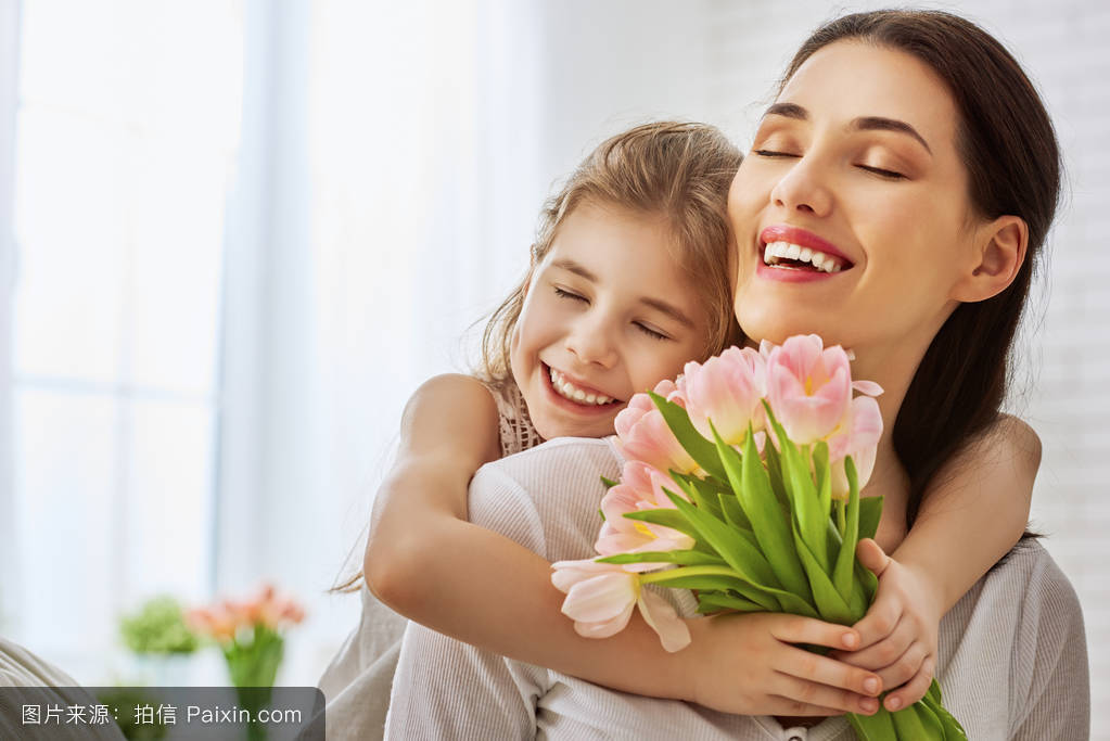 摸妈妈操妈妈�9l#�+_女儿祝贺妈妈