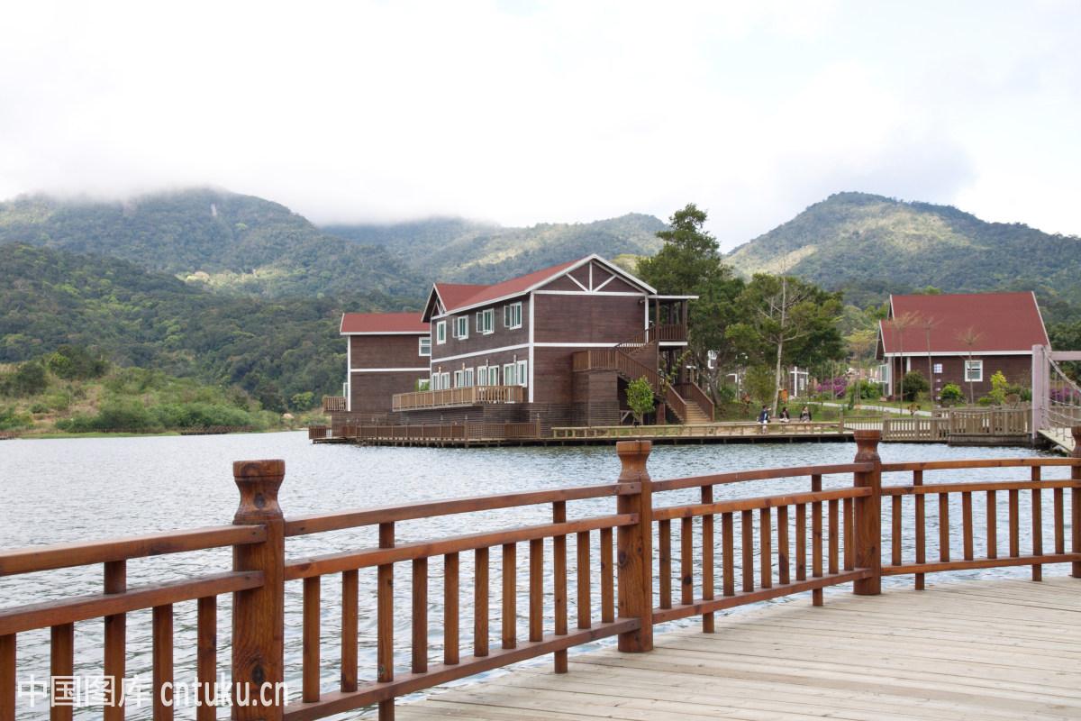 海南三亚尖峰岭国家森林公园木桥图片