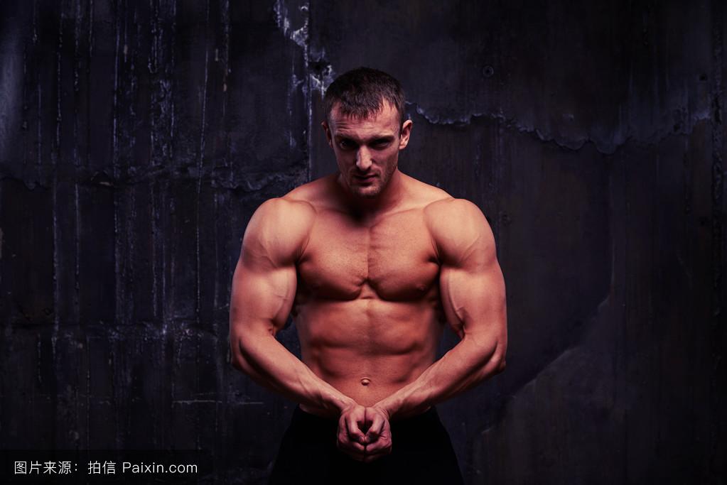 印度男模大根_健身男模展示他的健美体魄