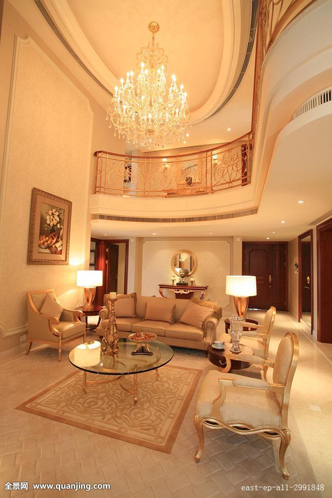 垂直构图,时尚,客厅,地毯,画,整洁,相框,彩色图片,装饰,台灯,沙发图片
