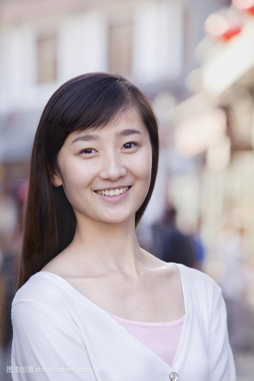 自信,高兴地,竖构图,黑发,中国人,东方人,白,青少年,笑容,黑头发,肖像图片