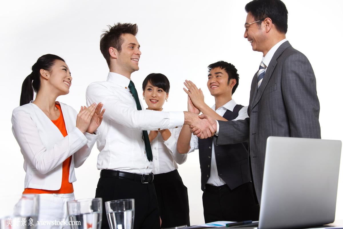 成年人,微笑的,白昼,水平构图,不看镜头,面部表情,办公室职员,商务图片