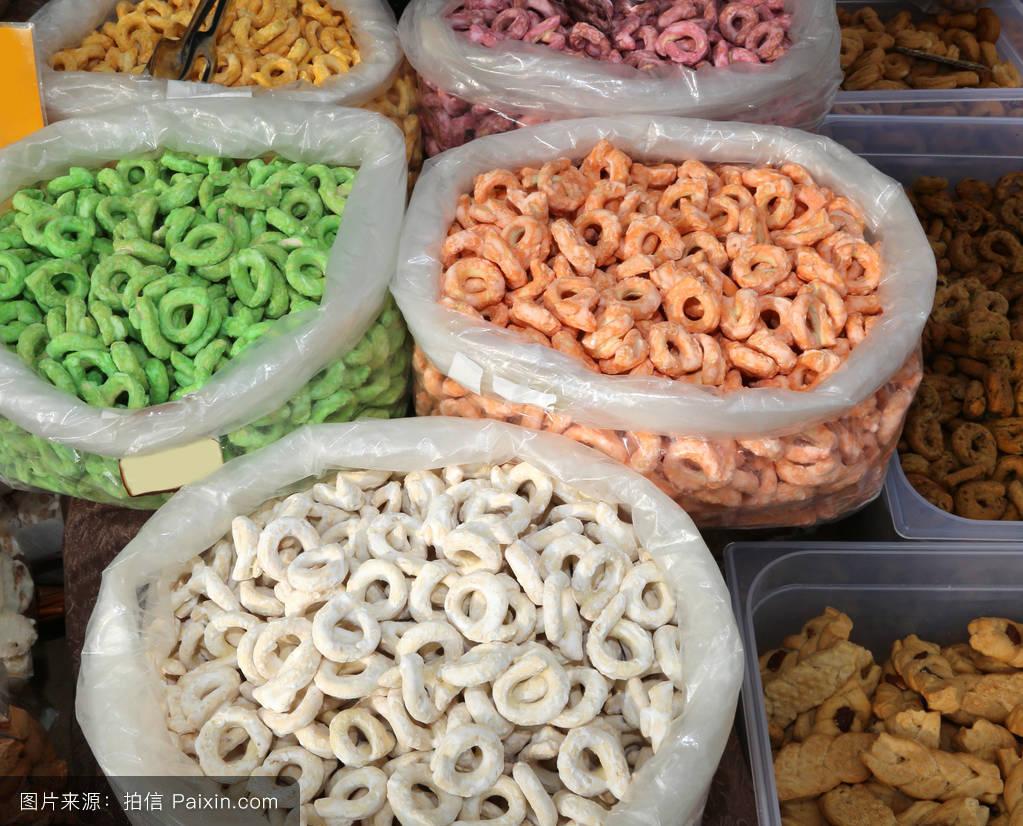 出售_阿普利亚区的典型颜色的产品称为tarallini出售