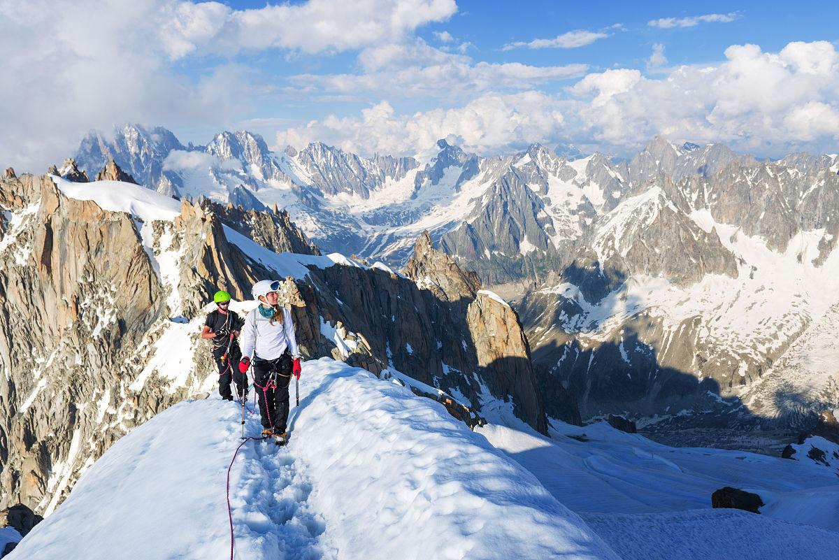 享乐看与摄影有关的场景山脉幸福微笑爬山欧洲白昼刺激冬天图片