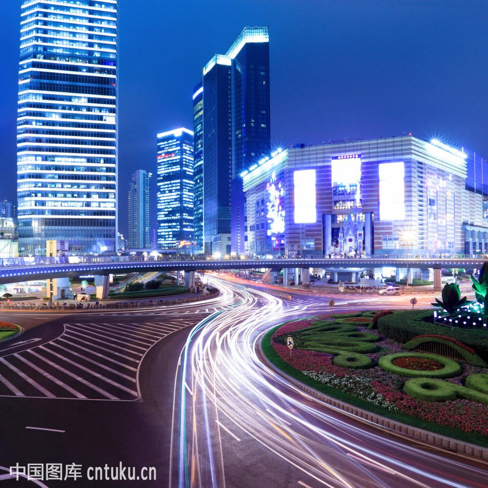 nightsceneoftheprosperouscityinshanghaichina
