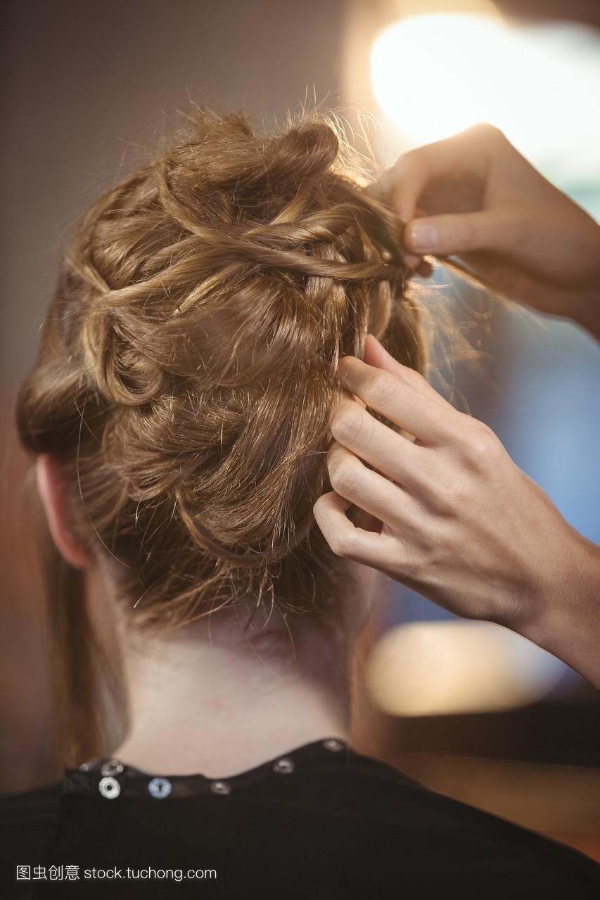 客户,盘发,女人,专业人员,动人,约会,美容师,商务,发型师,工作,生活方图片