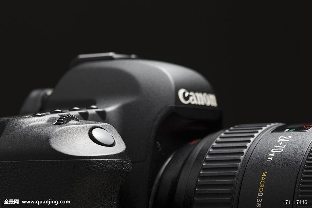 如何使用佳能单反相机70d:佳能70D单反相机的使用技巧如下: 1、