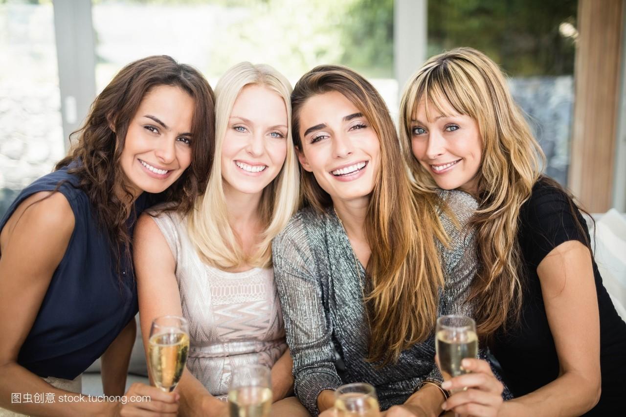 女人,休闲,快乐,朋友,金色头发,白种人,长笛,华丽的,乐趣,肖像,女装图片