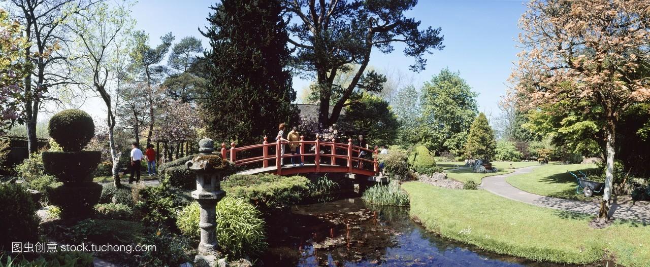 风景园林分_走路,目的地,相伴,万里无云,散步,跨过,桥梁,名胜古迹,走,风景,园林