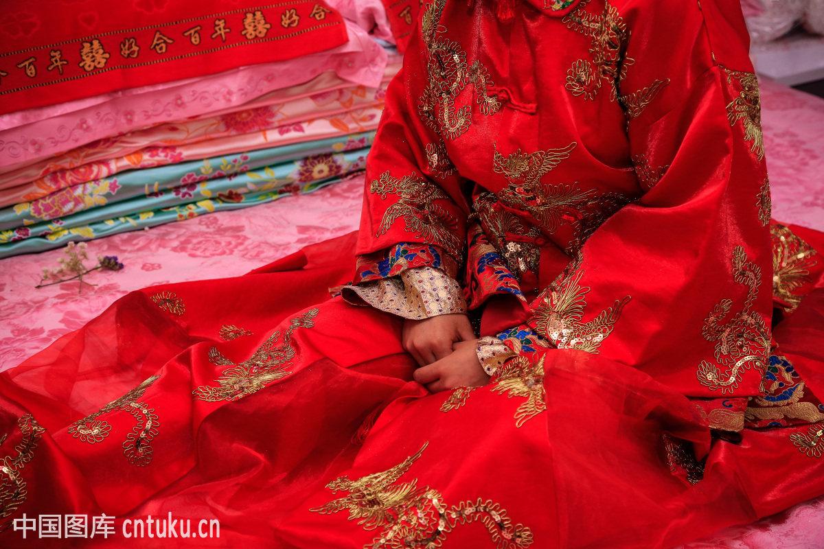 中式婚礼新婚出嫁的新娘图片