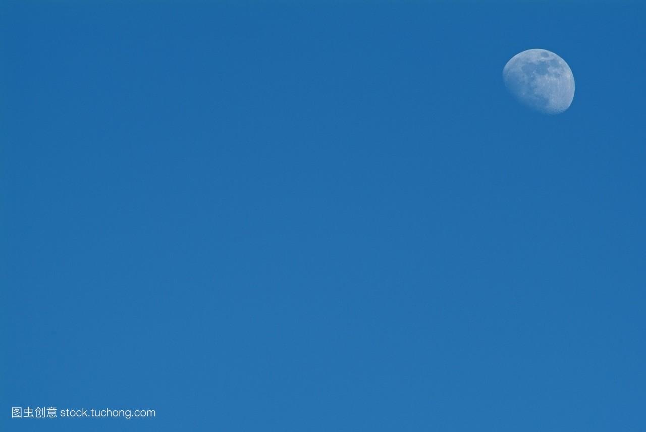 蓝色月光侦探礹.+y��_蓝色,天空,清澈,清晰,照亮,明白,充满,白昼,清彻,清楚,清亮,明澈,月光