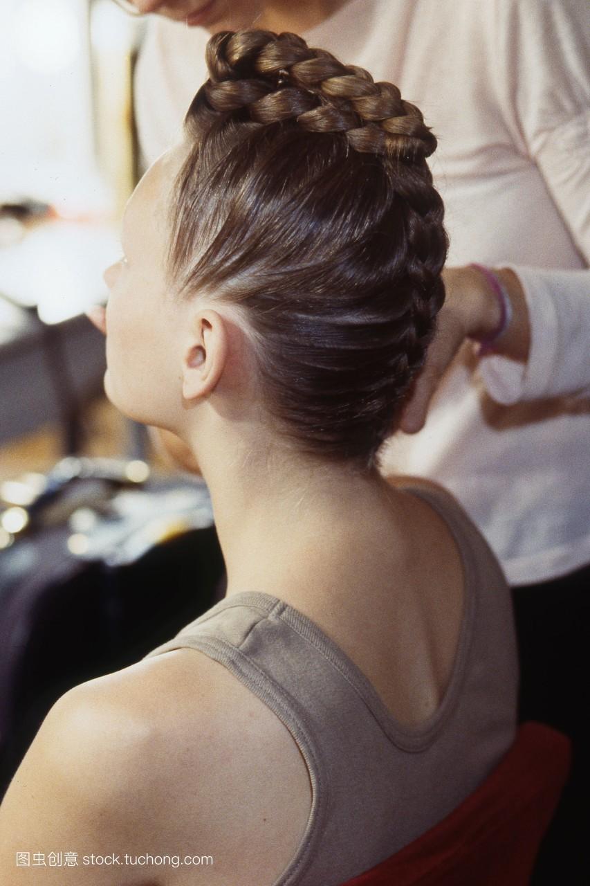 上班族盘发 如何自己盘头发(1_发型设计图片