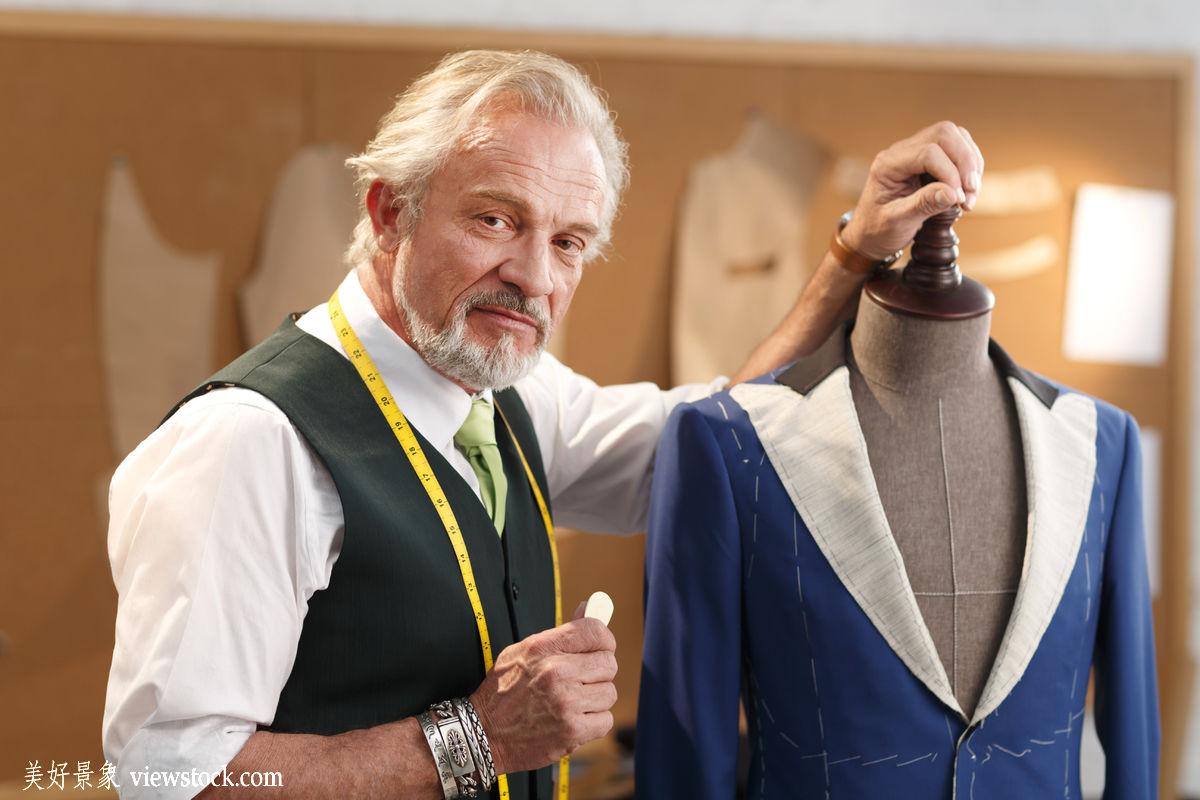 权威的服装设计师图片