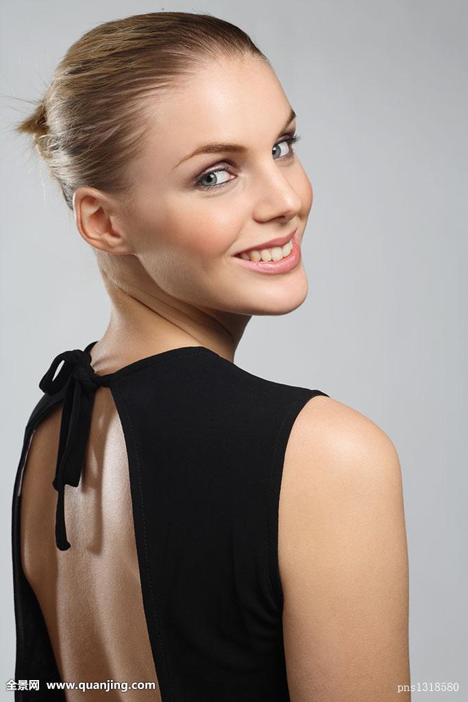 最新晚礼服发型图分享展示圆脸发型可爱短发图片图片