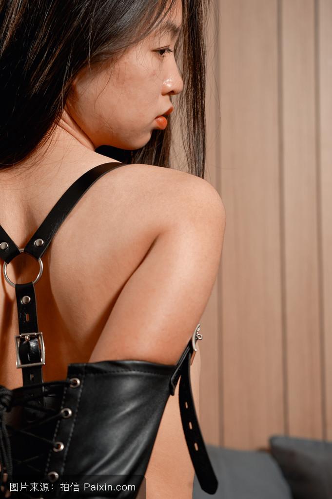 亚洲情色视频桃花淫荡_吸引力,受虐狂,情色,成人,女性的,带,美女,黑发,bdsm,亚洲的,情色的
