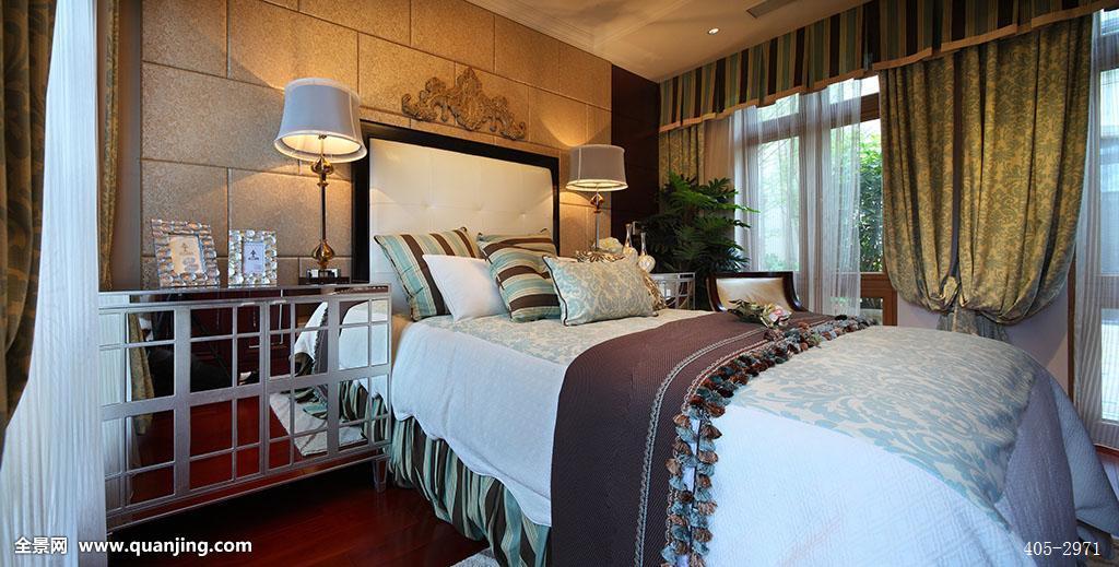房屋,家具,家居,床,台灯,床头柜,大床,床上用品,被子,床单,卧室,窗帘图片