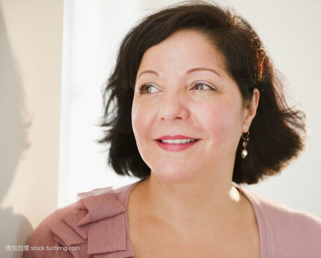 50岁女人短发最新发型_50岁女人剪的短发分享展示