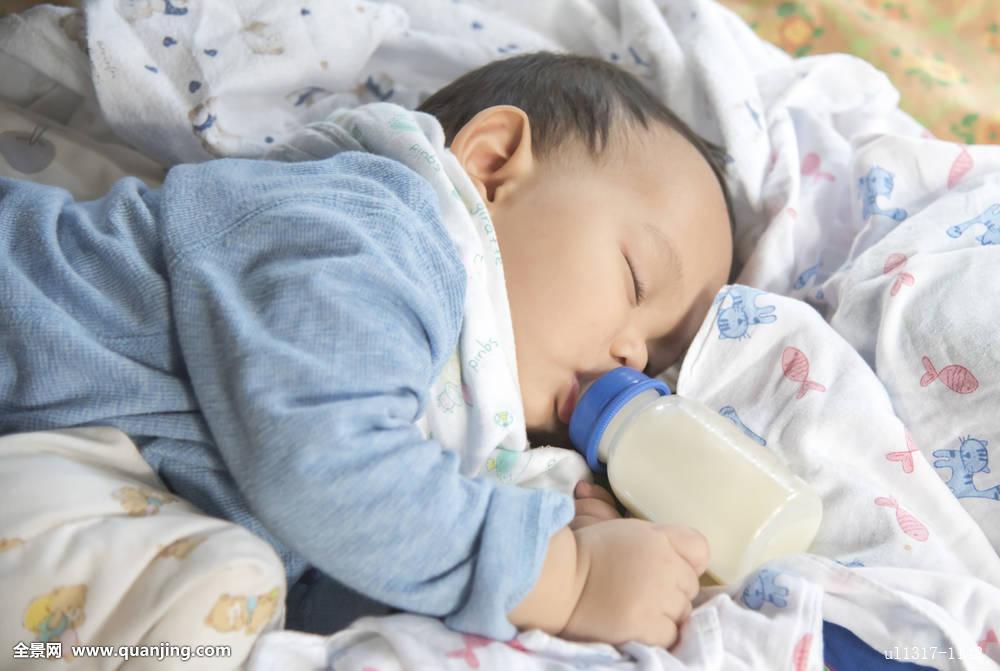喂奶固n�_亚洲人,婴儿,睡觉,喝,喂奶,瓶子