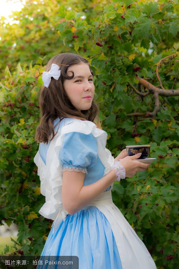 扰角色扮演女孩_倾倒,美丽的,可爱的,喝我的,浪漫的,多梦,自然,梦幻,幻想,角色扮演