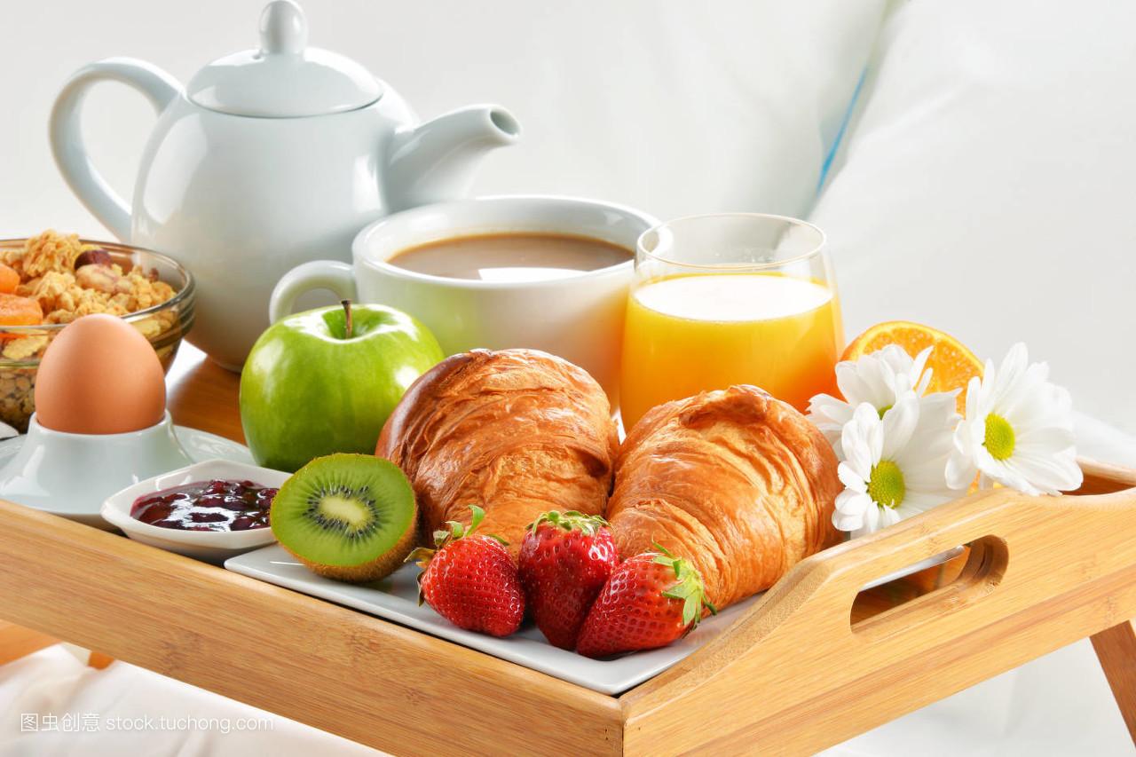 食品�zl�9��9�+_食品,房间,床,酒店,盘子,餐,咖啡,早餐,玻璃杯,橙色,面包,旅行,花卉