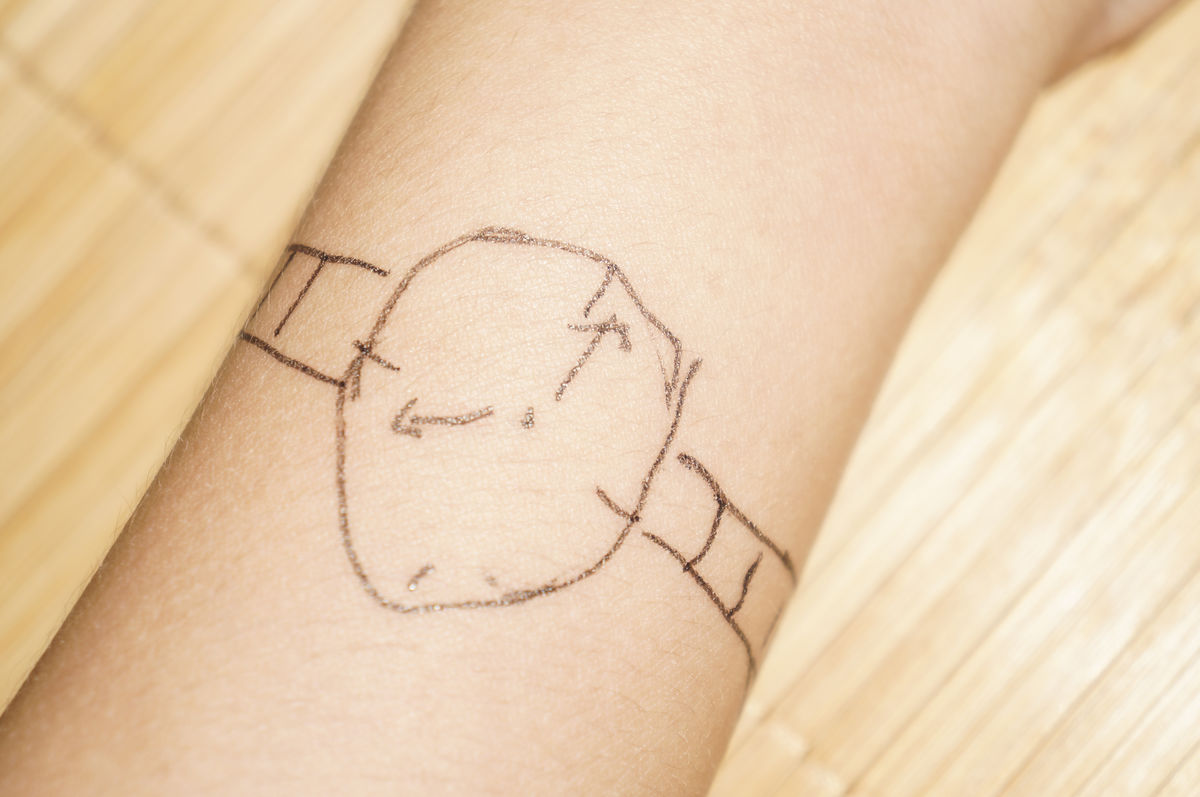 画在手腕上的手表图片
