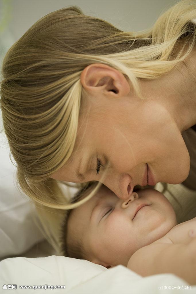 年轻,母亲,依偎,睡觉,婴儿图片