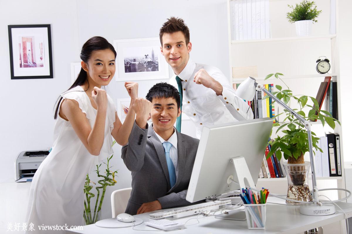 成年人,微笑的,白昼,高举手臂,水平构图,面部表情,办公室职员,商务图片