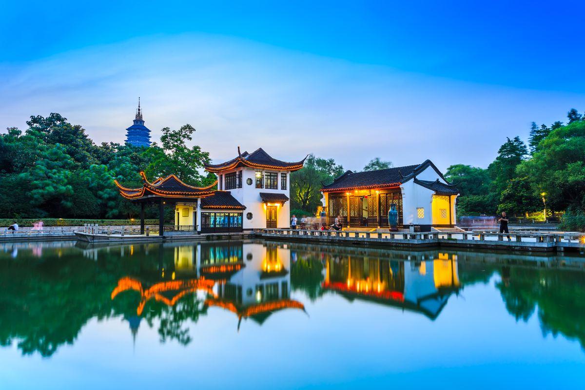 中式园林夜景图片