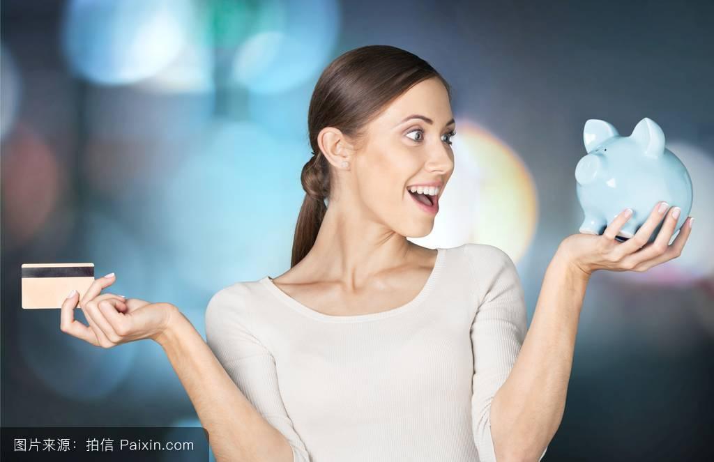 女生双手捂脸害羞表情分享展示图片