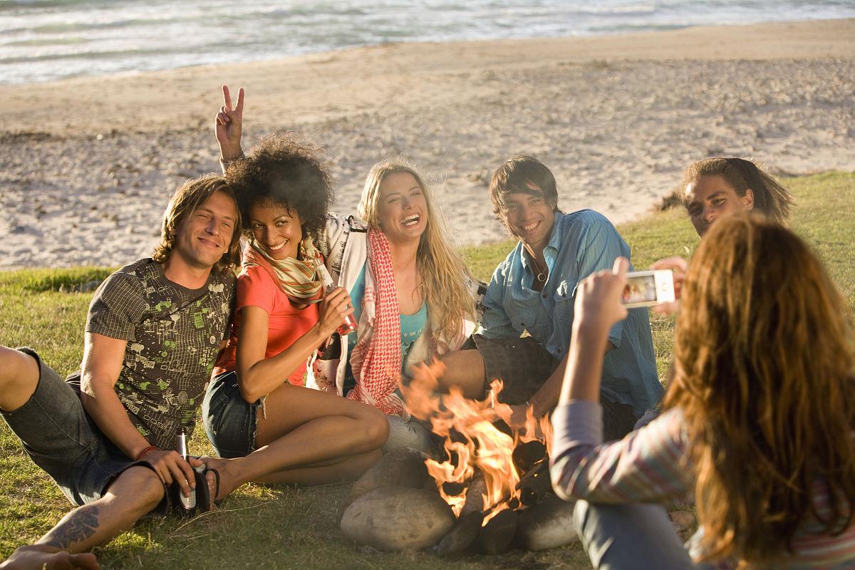 海边单人拍照姿势图片-海边照相姿势大全|沙滩女生|.图片