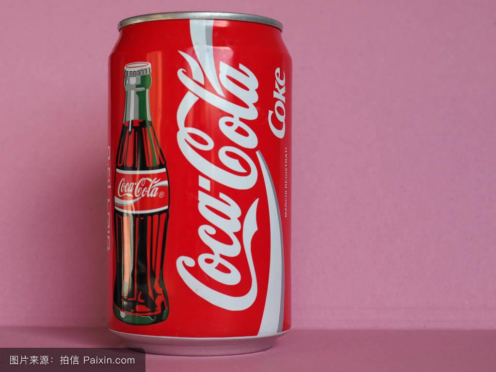 可口可乐罐在米兰图片