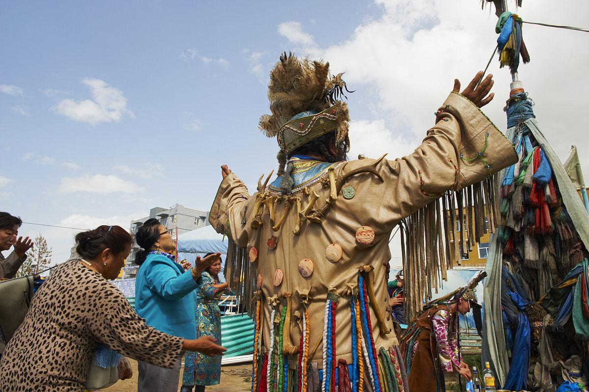 成年人彩色图片萨满乌兰巴托中等数量人群男人女人首都蒙古