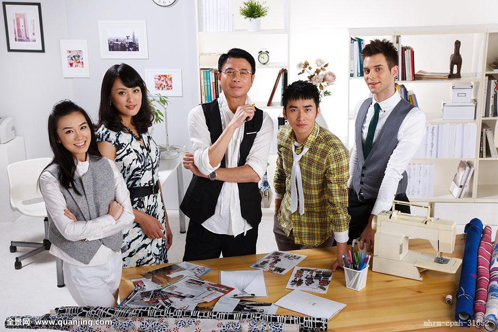 中国,幸福,合作,时尚,忙碌,照片,办公室,站着,团结,专心,成功,五个人图片
